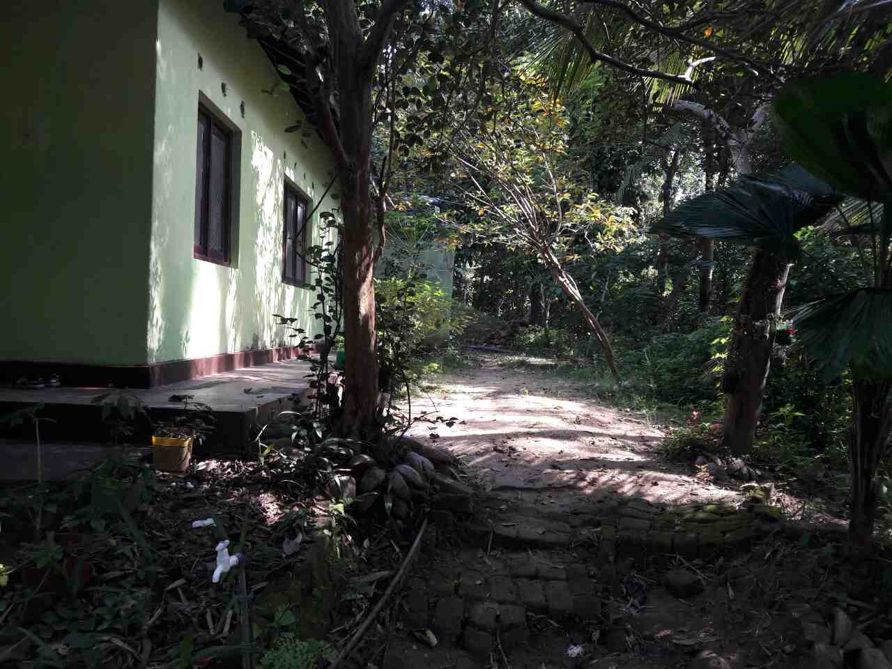 Side of the house - Kandy Land for sale