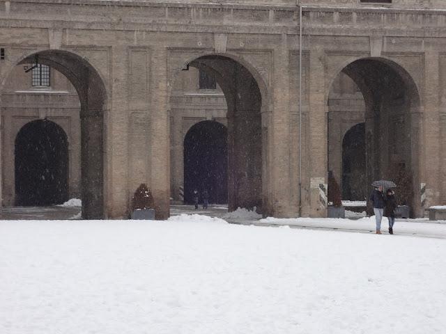 Entrada al palacio de la Pelota en Parma