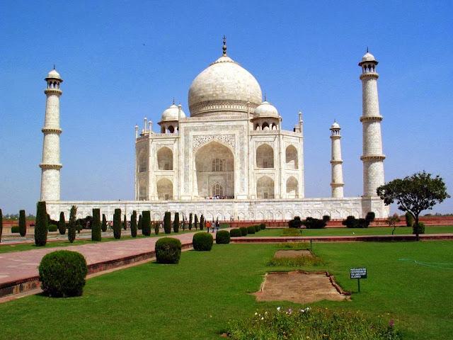 Taj Mahal - Agra Mughal Garden