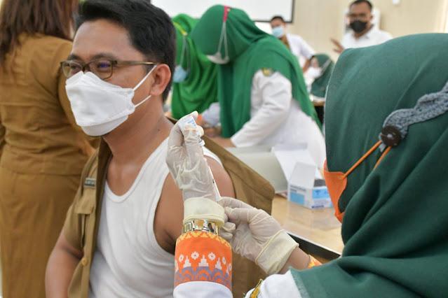 Pemkab Sergai Mulai Vaksinasi Dosis Ketiga dengan Moderna Bagi Nakes