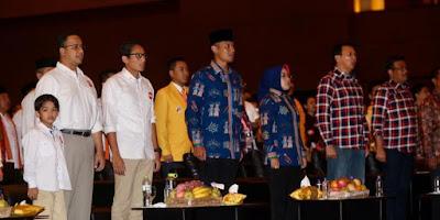 Tiga pasang peserta Pilkada DKI Jakarta 2017 mengikuti pengundian nomor urut cagub-cawagub, di JIExpo Kemayoran, Jakarta Pusat, Selasa (25/10/2016).