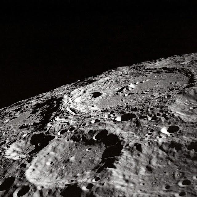 NASA TRAVAILLE SUR UNE LAMPE TORCHE SPATIALE POUR ÉCLAIRER LES CRATÈRES DE LA LUNE