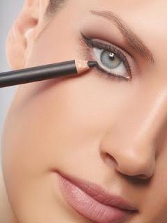 delineadores para maquillarse los ojos