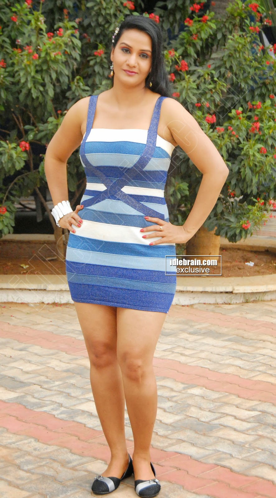 Telugu Cinema Aunty Apoorva Hot Stills In Modren Dress-5313