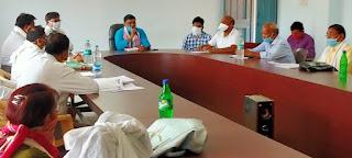 विधायक कावरे ने परसवाड़ा में ली अधिकारियों की बैठक