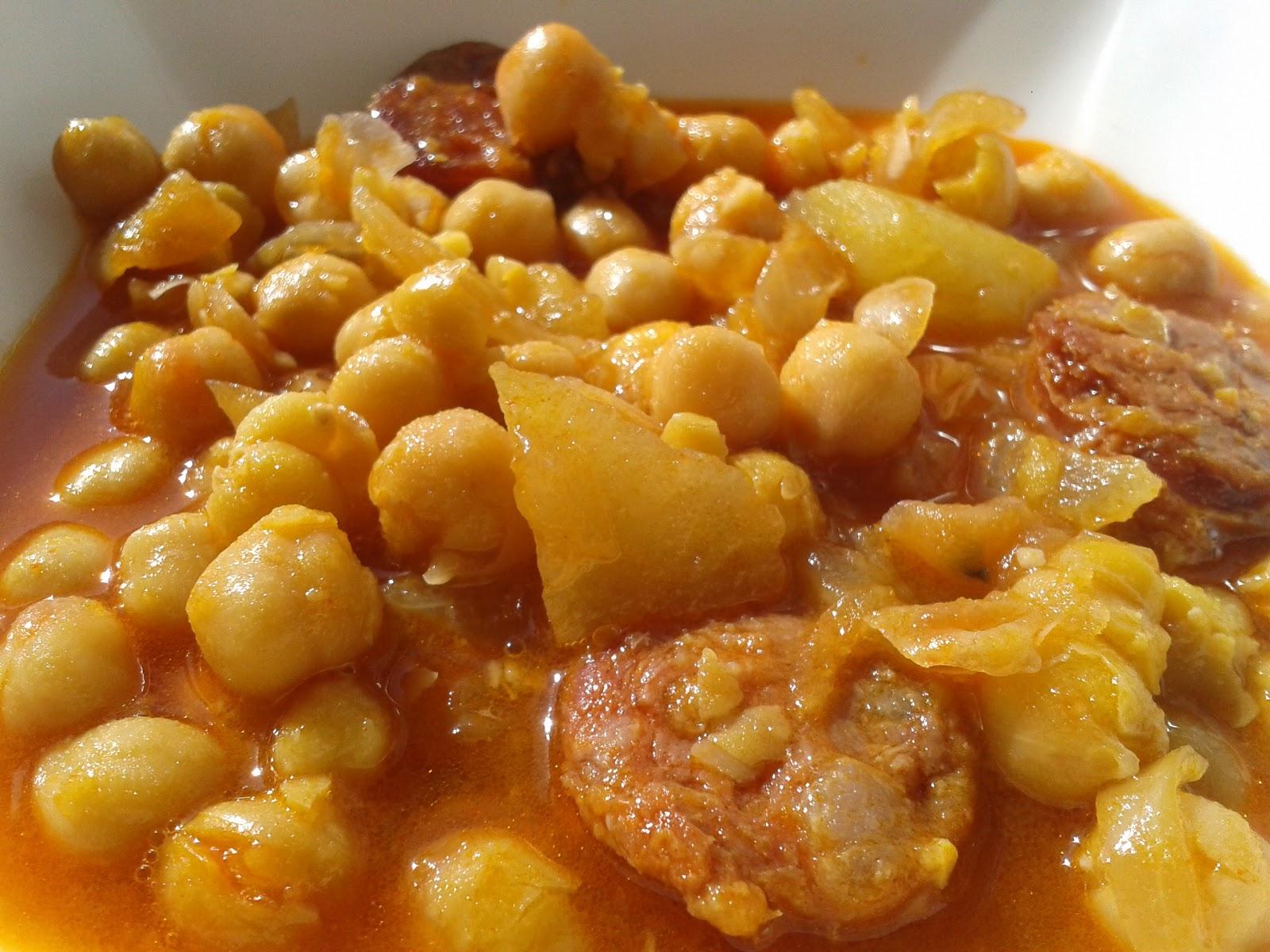 Cazuela de Garbanzos con Chorizo
