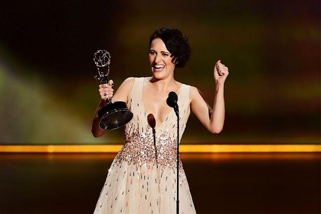 Phoebe Waller-Bridge recogiendo el Emmy 2019
