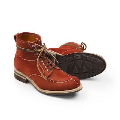 b3ddf373bd5 Det Heschung är bäst på är rejäla, funktionella kängor. Dessa passar  perfekt för den svenska vintern, i trevlig rödbrun mocka. Bilder ovan:  Heschung