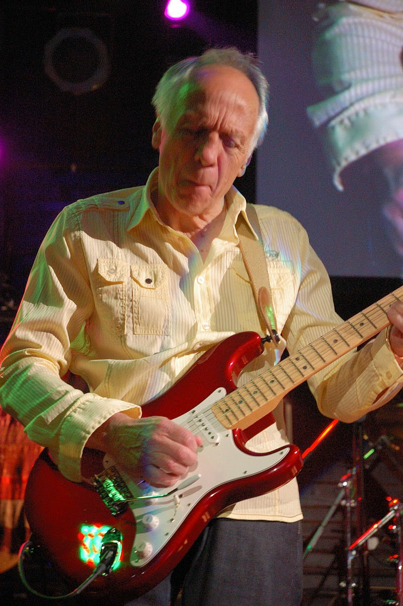 rock guitar daily with tony conley robin trower something 39 s about to change trower 39 s sermon. Black Bedroom Furniture Sets. Home Design Ideas