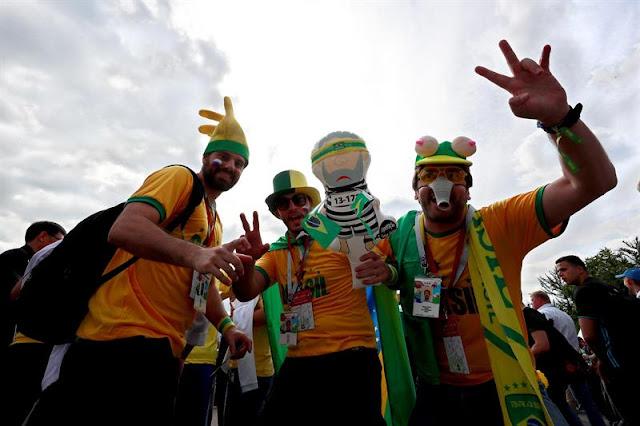 Não faltaram brasileiros no jogo Rússia x Arábia Saudita - Créditos: EFE/José Méndez