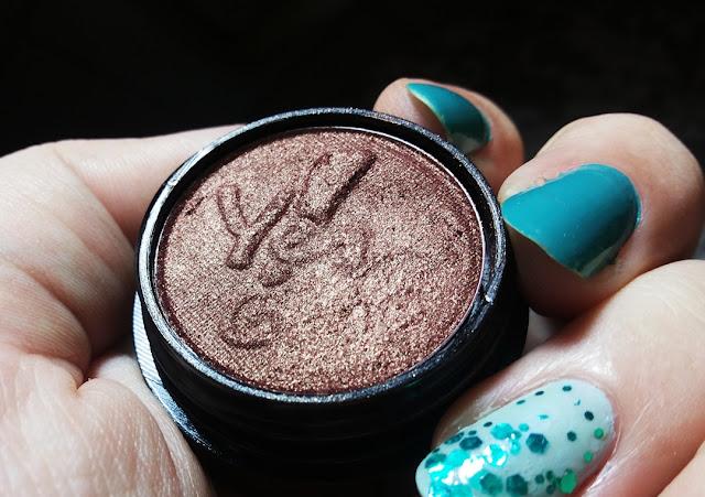Sombra Marrom Bourdeaux da Yes Cosmetics