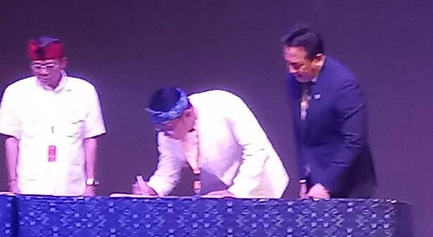 Triawan Munaf & Ridwan Kamil Teken MoU di Bali