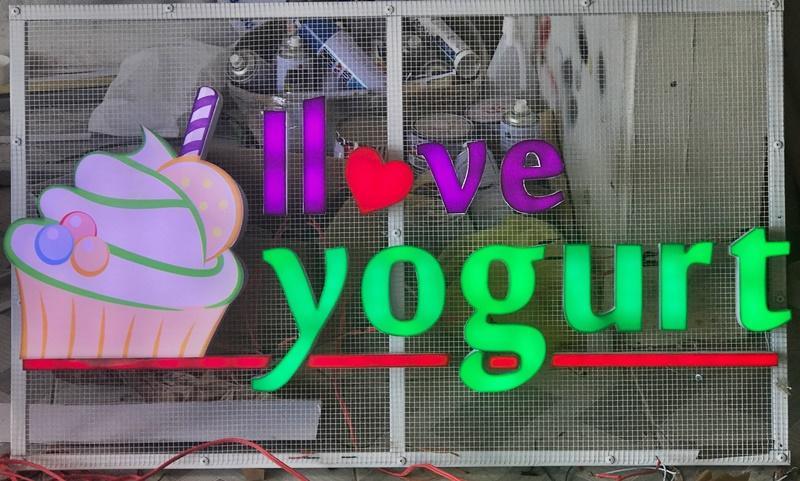 Thi công bảng hiệu quảng cáo Yogurt Phú Quốc