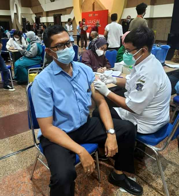 sopir bluebird  vaksin