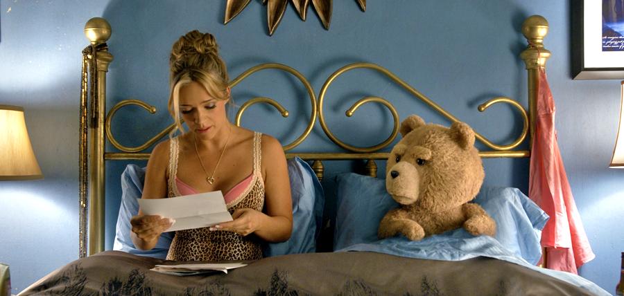 Ursuleţul de plus Ted şi prietena sa Tami-Lynn