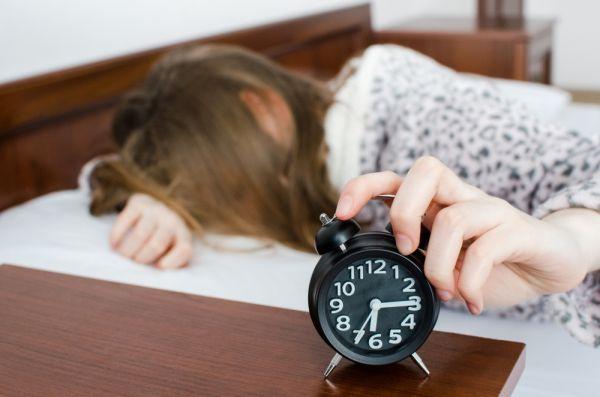 Η έλλειψη ύπνου στους εφήβους συνδέεται με την εμφάνιση Αλτσχάιμερ