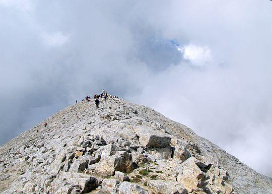 Szczyt Wichren z drugiego końca grzbietu.
