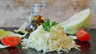 2 Sağlıklı Ve Lezzetli Lahana Salatası Tarifi