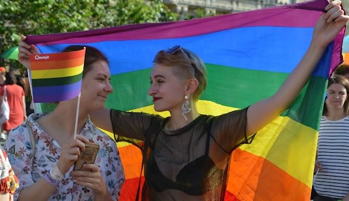 Huszonegy azonos nemű pár pereli Romániát Strasbourgban