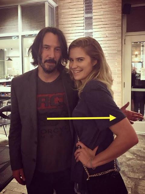 Tak Pernah Menyentuh Wanita Saat Foto Bersama, Keanu Reeves Dibanjiri Komen Dari Netizen