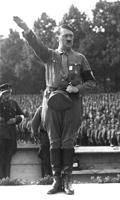 Nürnberg_Reichsparteitag_Hitler_retouched