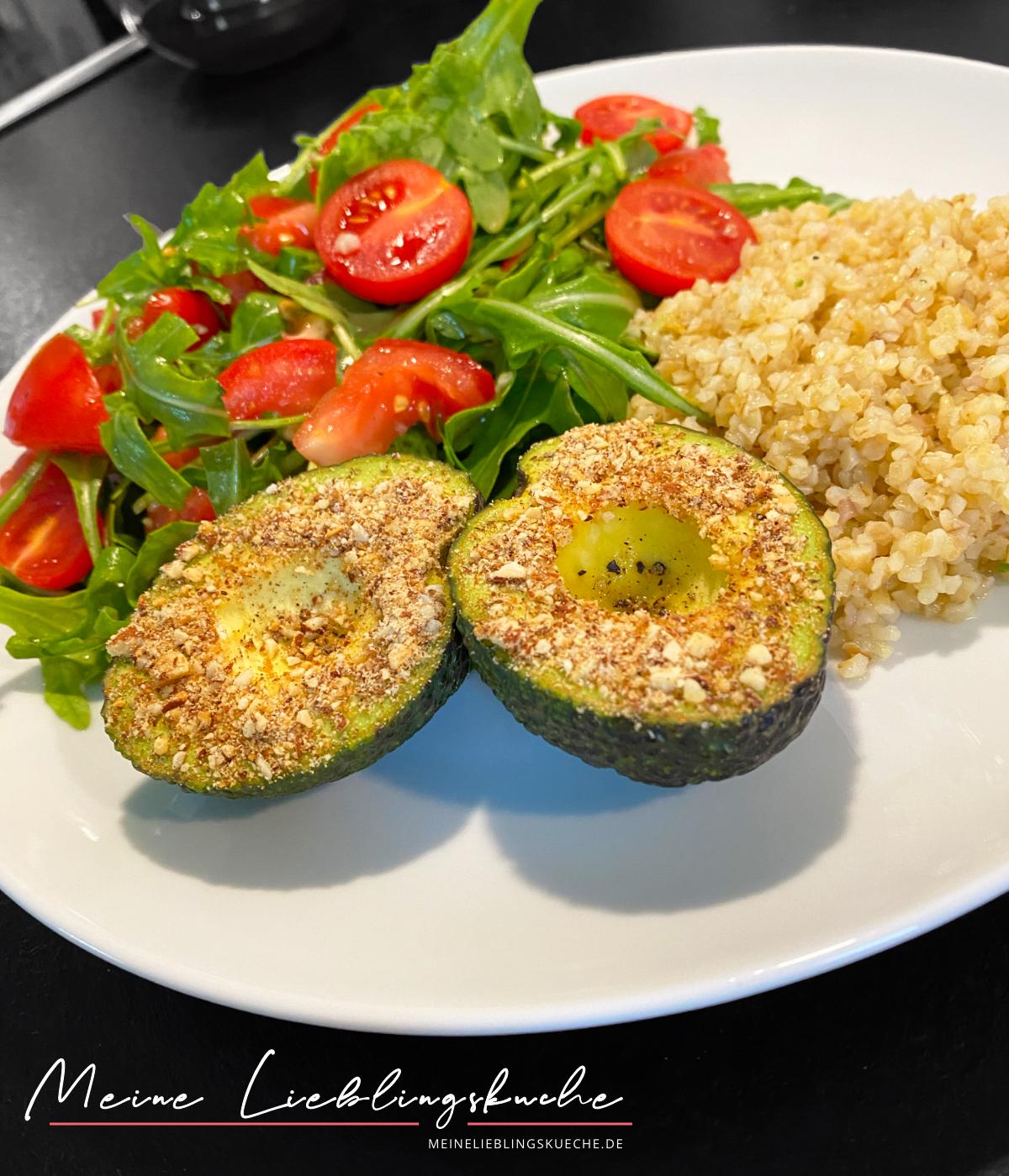 Rucola-Tomaten-Salat mit Bulgur und Avocado