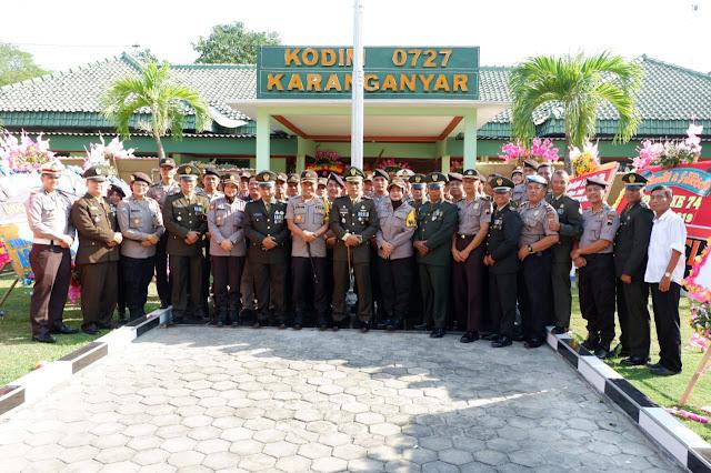KodimKaranganyar - HUT TNI ke 74, Kapolres Karanganyar Pimpin Anggotanya Datangi Makodim