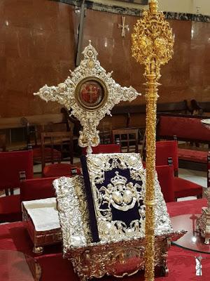 Donan un Lignum Crucis a la Hermandad del Gran Poder de Sevilla que presidirá la mesa de Juntas