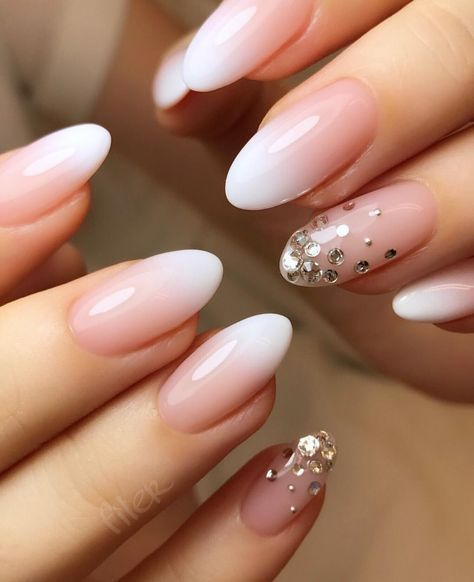 Stunning Designs for Almond Nails You Won't Resist