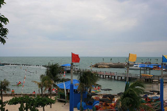 Pantai di Wisata Bahari Lamongan