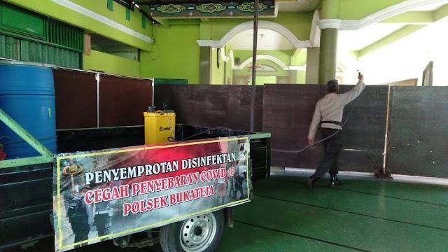 Penyemprotan Disinfektan Sejumlah Pondok Pesantren Bukateja Dilakukan Polsek Bukateja