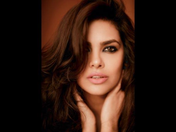 Esha Gupta Hot Lips Pics in 2016