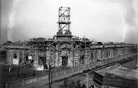 1928 - Construcción de la obra de los arquitectos Micheletti y Chanourdie.