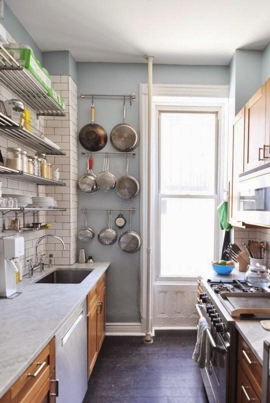 Dapur Kecil Dengan Rak Minimalis