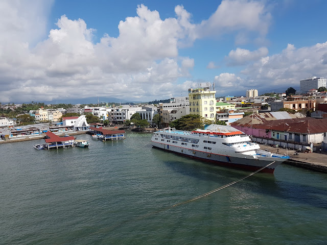 Pelabuhan Manado dari atas Jembatan Soekarno || JelajahSuwanto