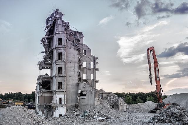 ecomostro-demolizione-abuso edilizio