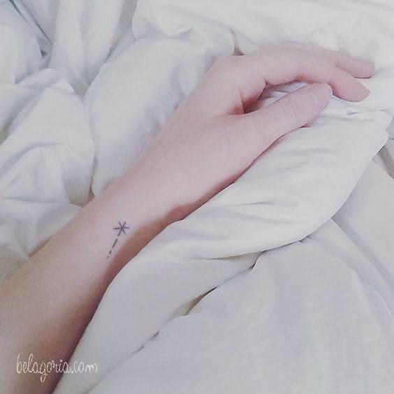 tatuajes de estrellas elegantes para mujeres