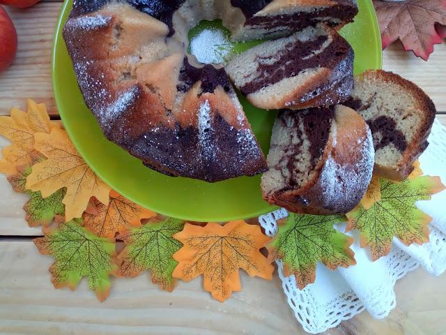 Bundt cake marmolado de manzana y chocolate en CrockPot. Bizcocho, olla de cocción lenta, desayuno, merienda, postre, horno, otoño, sencillo, fácil, jugoso, tierno, esponjoso. Cuca