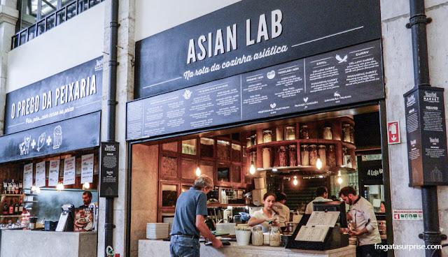 Asian Lab, balcão especializado em pratos asiáticos no Mercado da Ribeira, Lisboa