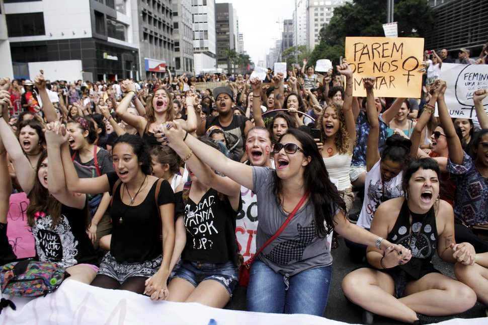 35 Photos Of Protesting Women That Portray Female Power - Brazil