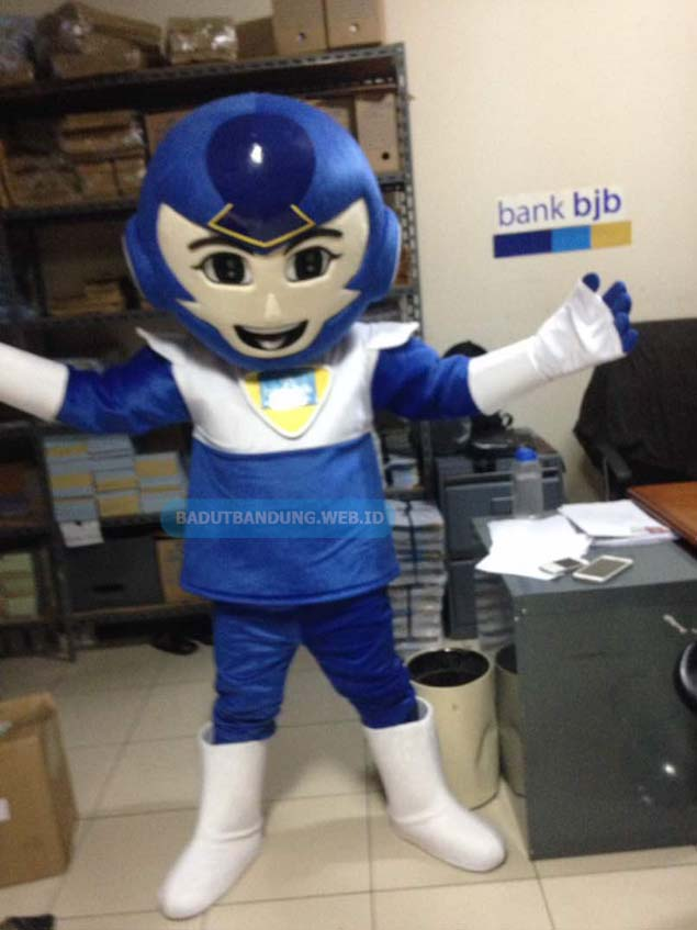 Badut robot biru maskot bank bijb