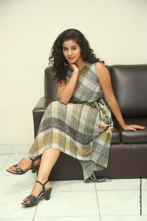lovers club heroine pavani interview pos 13