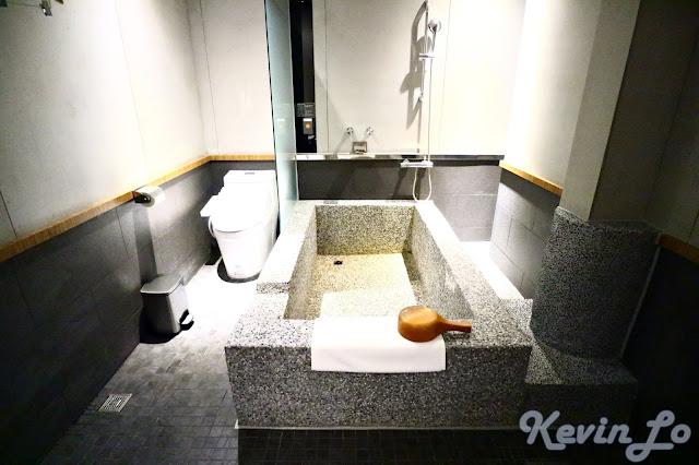 東旅湯宿溫泉飯店-風華漾館石子材質的泡湯池