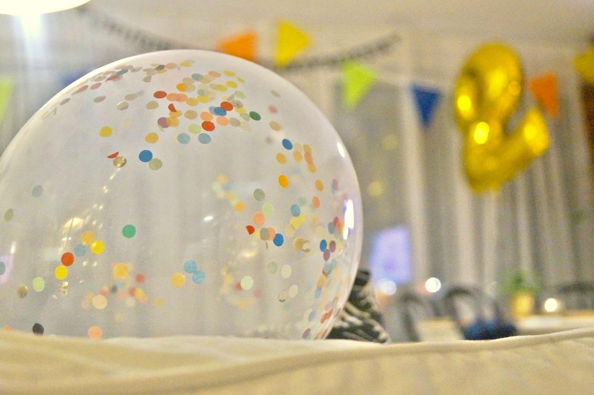 Przyjęcie urodzinowe w kolorach tęczy
