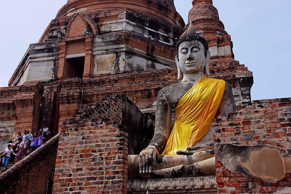 Entrada al templo Wat Yai Chaya Mongkol en Ayutthaya