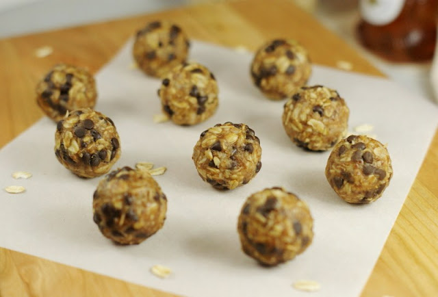 Peanut Butter Chocolate Chip Granola Bites