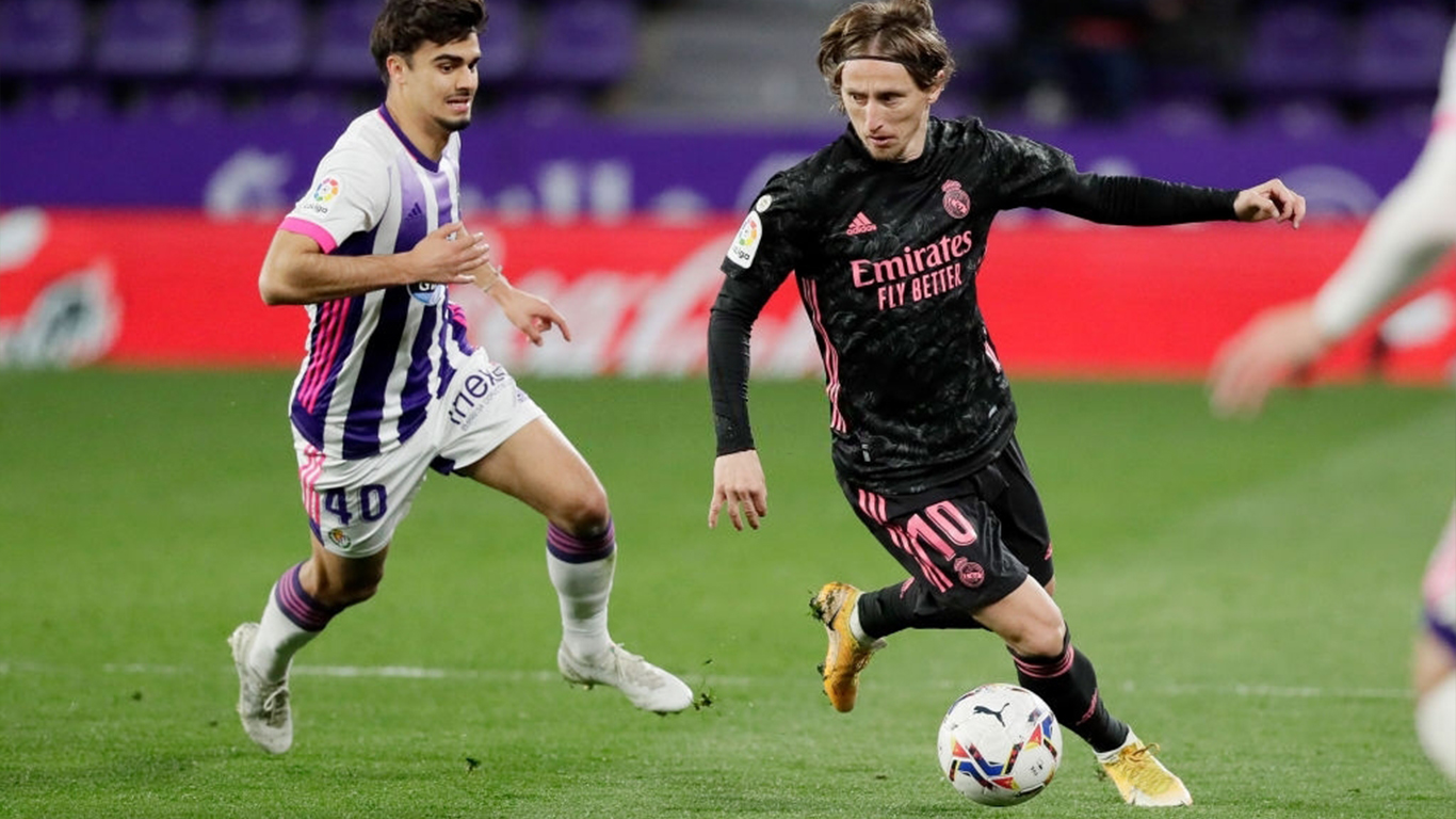 jota-of-real-valladolid-luka-modric-of-real-madrid-during-news-photo