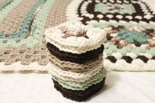afghan, Big, blanket, Caron One Pound, free, giveaway, granny square, granny stitch, Granny-Spiration Challenge 2017, linkup, pattern, seamless join, stashbuster, Super Saver, surface crochet, Yarn,