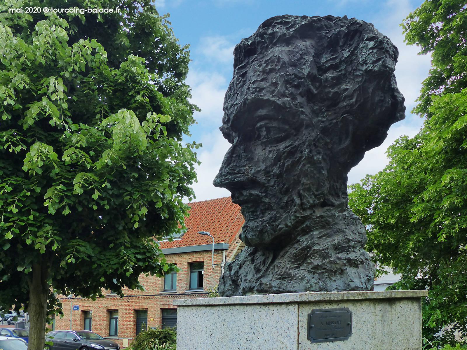 Monument à Maxence Van der Meersch, André Missant, Wasquehal 2020