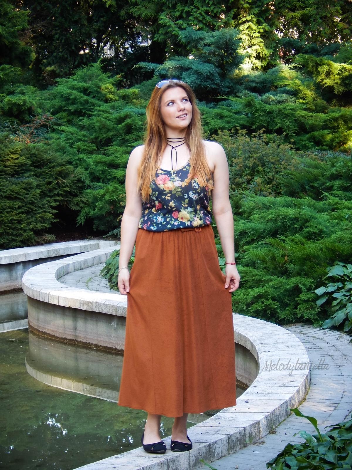 ruda spodnica mamy kolorowy top river islands czarna torebka manzana lookbook na jesien jak nosic spodnice maxi